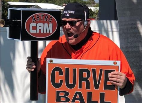 Fan wears hilarious Astros cheating outfit to spring