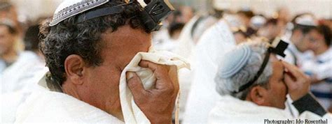 Why Do We Cover Our Eyes for Shema? - Prayer