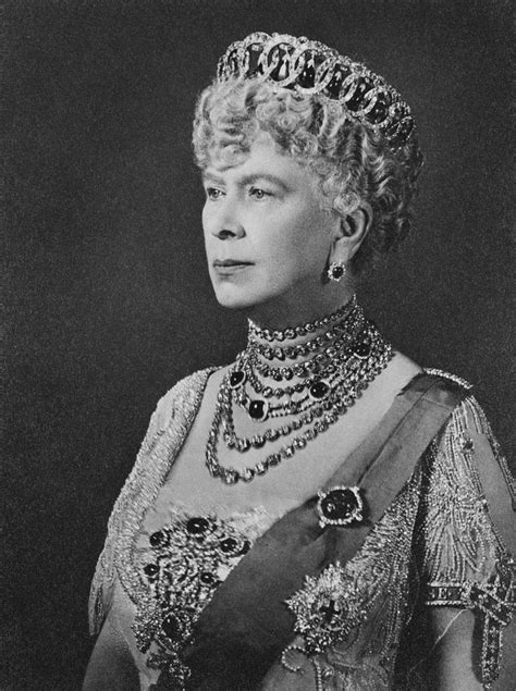 Queen Mary wearing the Grand Duchess Vladimir Tiara with